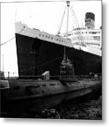 Morning Fog Russian Sub And Queen Mary 01 Bw Metal Print