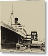 Morning Fog Russian Sub And Queen Mary Heirloom Metal Print