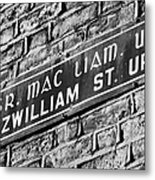 Old Style Green And White Fitzwilliam Street Upper Sign In Irish And English In Dublin On Red Brick Wall Metal Print