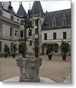 Old Well And Courtyard Chateau Chaumont Metal Print