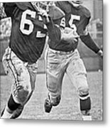 Paul Hornung Running Metal Print by Gianfranco Weiss