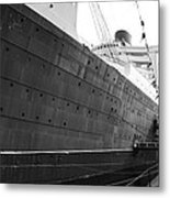 Portside Bw Queen Mary Ocean Liner Long Beach Ca Metal Print