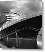 Queen Mary 2 In Hamburg Metal Print