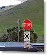 Rail Road Crossing Sign At Fernandez Ranch California - 5d21125 Metal Print