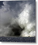 Rock V Wave Iv Metal Print by Tony Reddington