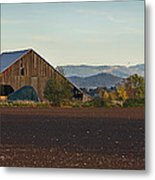 Rogue Valley Barn In Late Afternoon Metal Print
