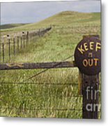 Rusty Keep Out Sign On Fence - California Usa Metal Print