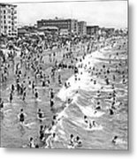 Santa Monica Beach In December Metal Print