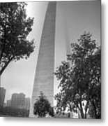 St Louis Arch In The Fog Black And White Metal Print