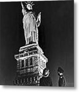 Statue Of Liberty On V-e Day Metal Print