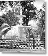 Sunlight Through Savannah Fountain With Vignette Metal Print