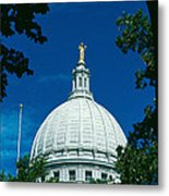 The Dome Of The Wisconsin State Capitol Metal Print