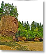 The Flowerpots At Hopewell Rocks On Bay Of Fundy-new Brunswick Metal Print