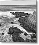 The Jagged Rocks And Cliffs Of Montana De Oro State Park In California In Black And White Metal Print