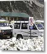 Tourist Vehicles Parked At The No Parking Sign In Sonmarg Metal Print