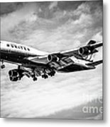 United Airlines Airplane In Black And White Metal Print by Paul Velgos