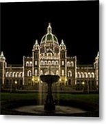 Water Fountain By Parliament Buildings In Victoria Bc Metal Print