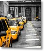 Yellow Cabs Waiting - Grand Central Terminal - Bw O Metal Print