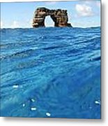 Darwin's Arch By Sea Level Metal Print
