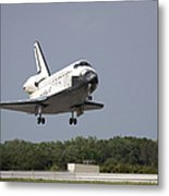 Space Shuttle Discovery Approaches Metal Print