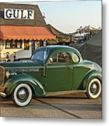1942 Gulf Service Station With Antique Car Metal Print