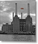 Pink Floyd Pig At Battersea Metal Print