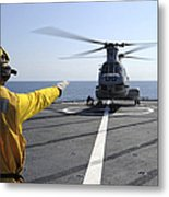 Boatswain's Mate Directs A Ch-46 Sea Metal Print