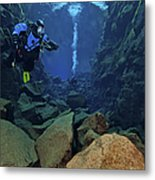 Dry Suit Divers In Gin Clear Waters Metal Print