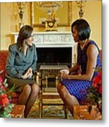 Michelle Obama Greets Mrs. Margarita Metal Print by Everett