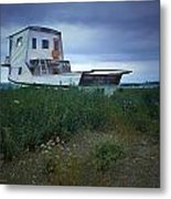 Old Houseboat On A Minnesota Shore On Lake Superior Metal Print