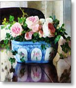 Pink Roses And Ivy Metal Print by Susan Savad