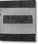 Shea Stadium Pitchers Mound In Black And White Metal Print