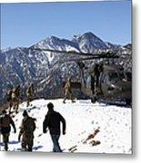Soldiers Board A U.s. Army Uh-60 Black Metal Print
