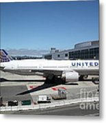 United Airlines Jet Airplane At San Francisco Sfo International Airport - 5d17107 Metal Print