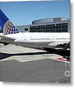 United Airlines Jet Airplane At San Francisco Sfo International Airport - 5d17112 Metal Print