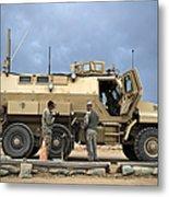 U.s. Army Sergeant Refuels A Caiman Metal Print