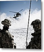 U.s. Army Soldiers Watch The Arrival Metal Print