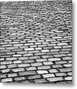 Wet Cobblestoned Huntly Street In The Union Street Area Of Aberdeen Scotland Uk Metal Print