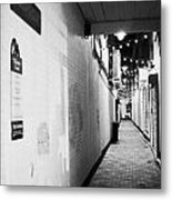 Wilson's Court One Of The Entries Oldest Streets In Belfast Northern Ireland Uk United Kingdom Metal Print
