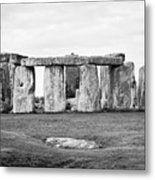 The Slaughter Stone In Front Of View Of Circle Of Sarsen Stones With Lintel Stones Stonehenge Wiltsh Metal Print