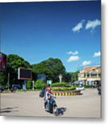 Wat Damnak Roundabout In Central Siem Reap City Cambodia Metal Print