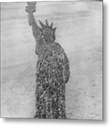 18,000 Officers And Men Form The Statue Of Liberty At Camp Dodge In Iowa. 1917 Metal Print