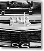 1970 Chevrolet Chevelle Ss Grille Emblem - Engine -0171bw Metal Print