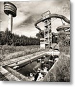 abandoned swimming pool - Urban decay Metal Print