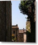 Alleyway In San Gimignano Metal Print
