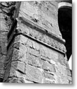 Architecural Detail At Irish Jerpoint Abbey County Kilkenny Ireland Black And White Metal Print