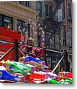 Bubble Gun Seller In New York Metal Print