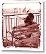 East River Lovers Metal Print