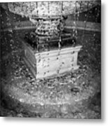 Fountain Flow Metal Print