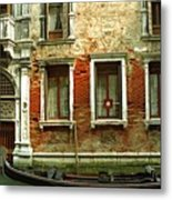 Gondola In Front Of House In Venice Metal Print
